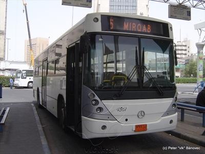 autobus na linke 5 na konečnej MIRQAB v arabskom KUWAITe