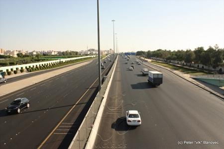 Jeden z mnohých diaľničných okruhov Kuwait city