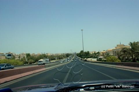 Široké a hladké sú cesty v Kuwaite