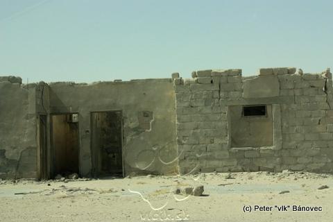 Rozpadnutá budova v lome