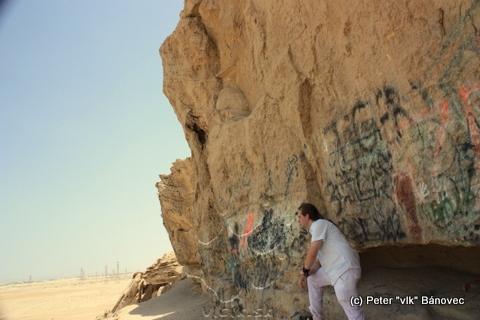 Skala z pieskovca je pokreslená mnohými grafiti