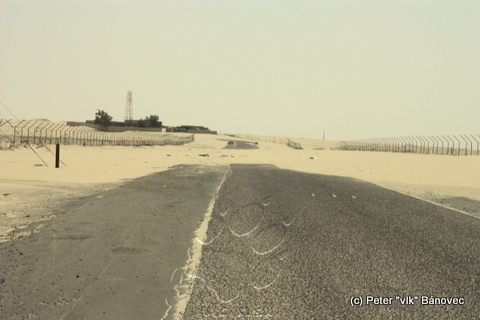 cesta pokrytá pieskom