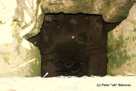 Pohľad do hradnej studne