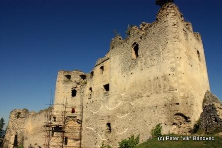 Západná bašta - najstaršia časť hradu, ktorá bola neskôr pristavovaná, nadstavovaná a rozširovaná