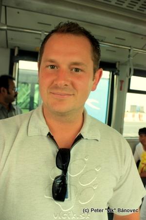 Richard v autobuse k lietadlu
