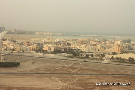 Bahrain za oknom lietadla