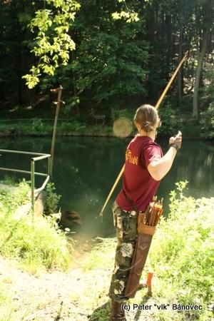 Vellen loví jeleňa za vodou...