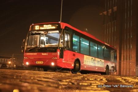 autobus spoločnosti CONNEXXION na stanici v Almele