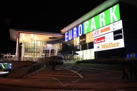 obchodné centrum EUROPARK na nábreží rieky DRAVA