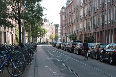 ulice Amsterdamu sú čisté a v parkovaní je poriadok