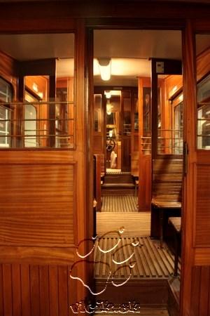 interiér kabíny pozemnej lanovky vonia drevom