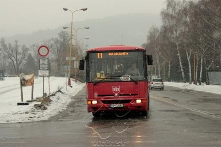 autobus s automatickým módom zobrazenia informácií
