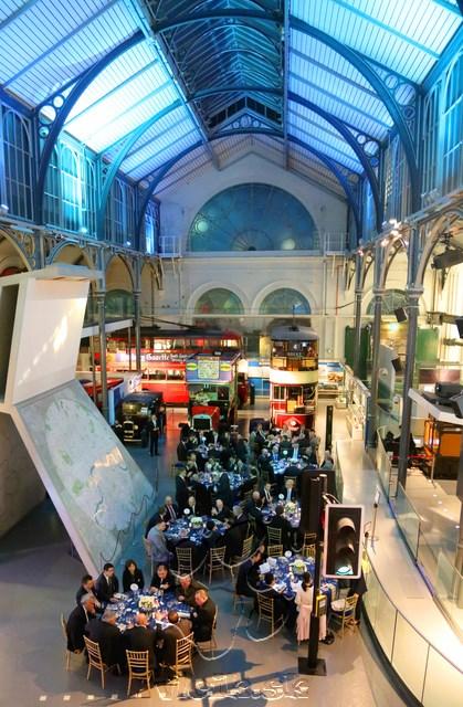večera v Londýnskom múzeu dopravy